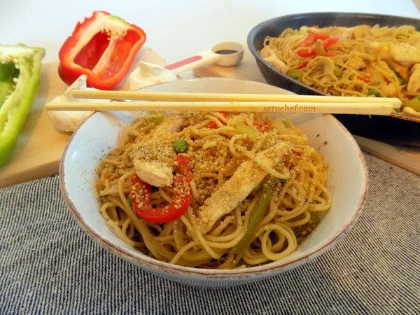 Noodles de verduras y pollo. Receta.