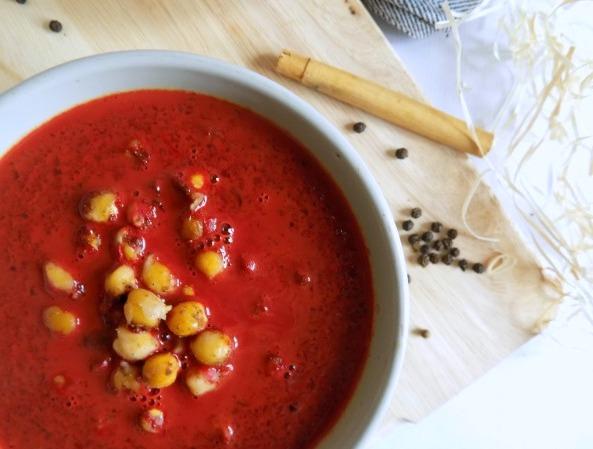 Sopa de remolacha con leche de coco y curry. Receta.