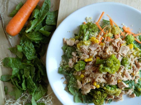 Ensalada de espinacas frescas y quinoa. Receta.